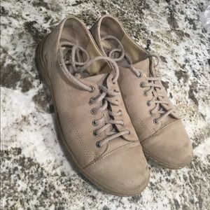 b.o.c. Leather light brown cute ladies shoes